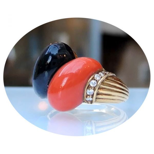 Onyx, koraal, 0,18 ct. diamant ring, 18K goud